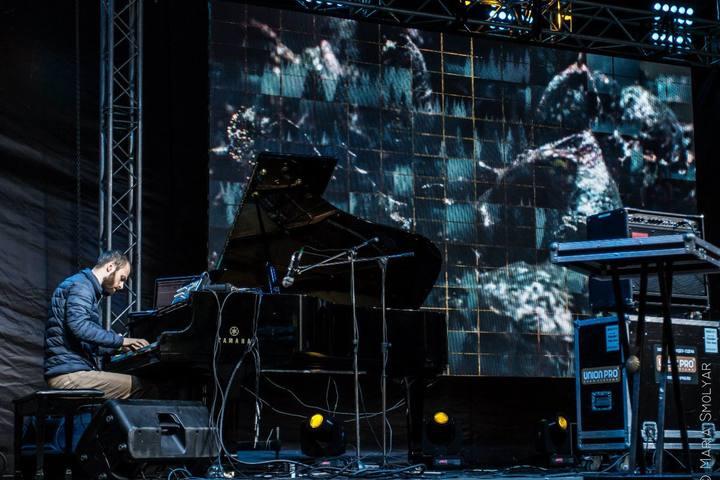 Аудиовизуальная программа с акустическим пианино
