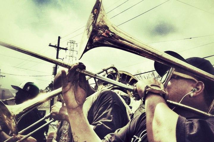 Брасс-бэнды и уличные вечеринки Нового Орлеана