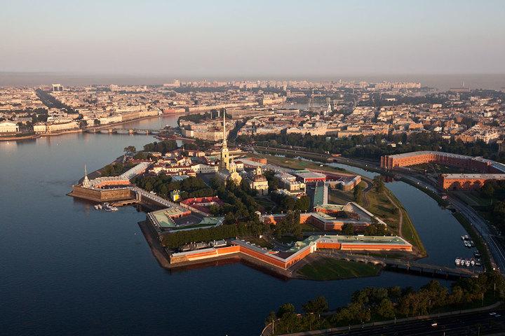 Основание и начало строительства Санкт-Петербурга