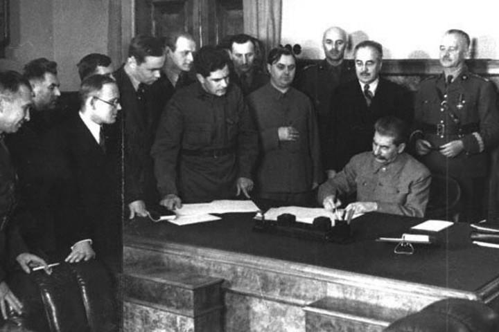 Показ фильма «Я служил в аппарате Сталина или Песни олигархов»