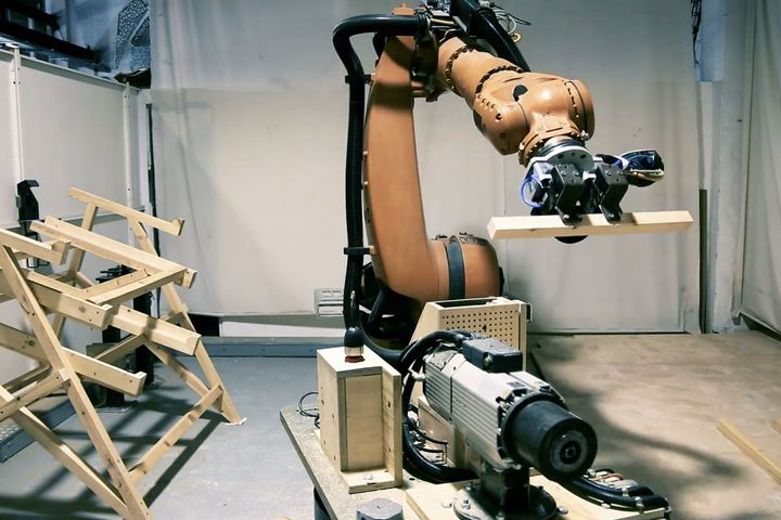 Robotic and Advanced Construction: IAAC Experience