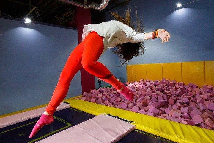 Обучение прыжкам и трюкам на батуте