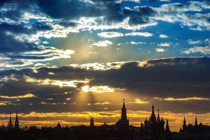 Фотопленэр по съемке городского пейзажа «Закат над рекой»