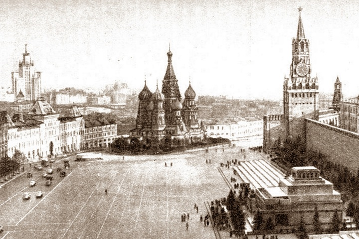 """Прогулка с МоскваХодом """"Ильинка и Красная площадь"""""""