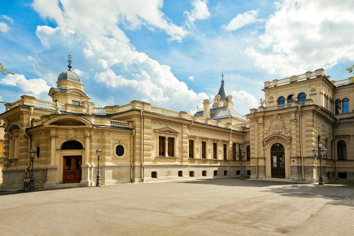 Экскурсия выходного дня по Алексеевскому дворцу