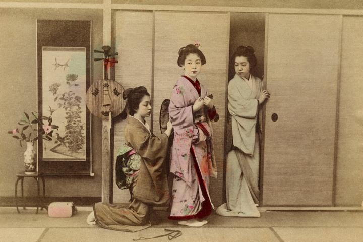 «Разоблачая кимоно: кимоно эпохи перемен»