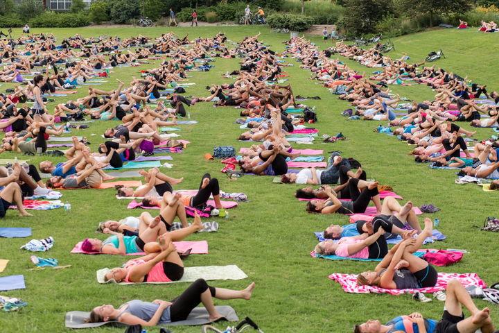 Утренняя растяжка (стретчинг) с элементами йоги в Парке 50-летия Октября (м. Проспект Вернадского)
