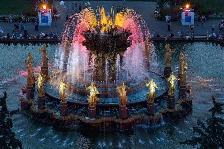 Вечерние фонтаны Москвы